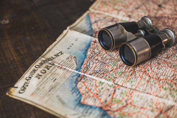 antique-binoculars-and-map